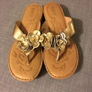 Like New Born Gold flower flip flops